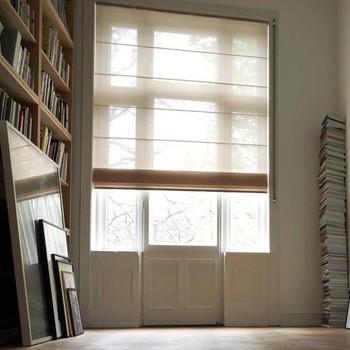 Raamdecoratie woonkamer vouwgordijnen